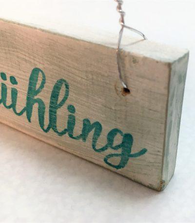 Holzschild-Endlich-Frühling-Detail-3