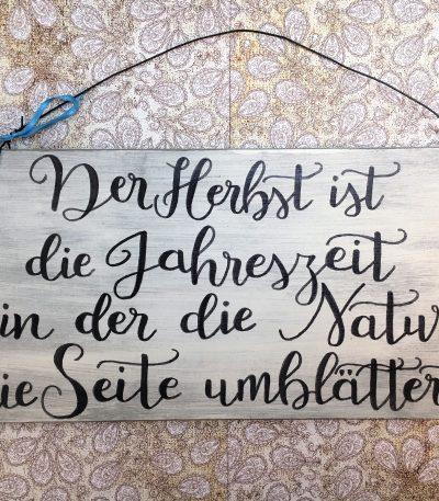 Holzschild-Der-Herbst-ist-Detail-5