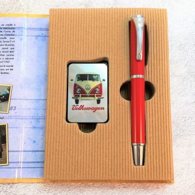 Geschenkset-Feuerzeug-Kugelschreiber-rot-beige-Detail-1