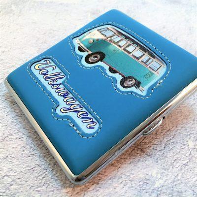 VW-Zigarettenetui-Bus-Kunstleder-hellblau-Detail-7