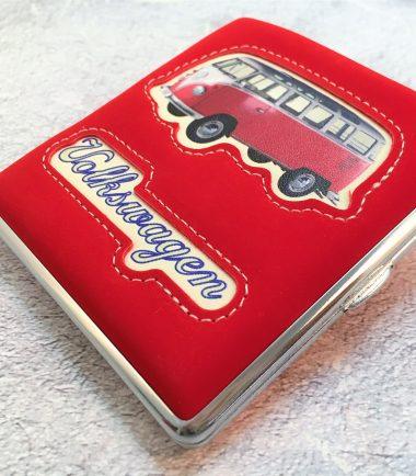 VW-Zigarettenetui-Bus-Kunstleder-rot-Detail-7