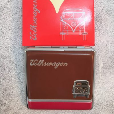 VW-Zigarettenetui-Bus-Metall-braun-rot-Detail-5