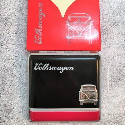 VW-Zigarettenetui-Bus-Metall-schwarz-rot-Detail-6